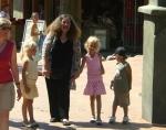 Cassandra med familjen på Kolmården